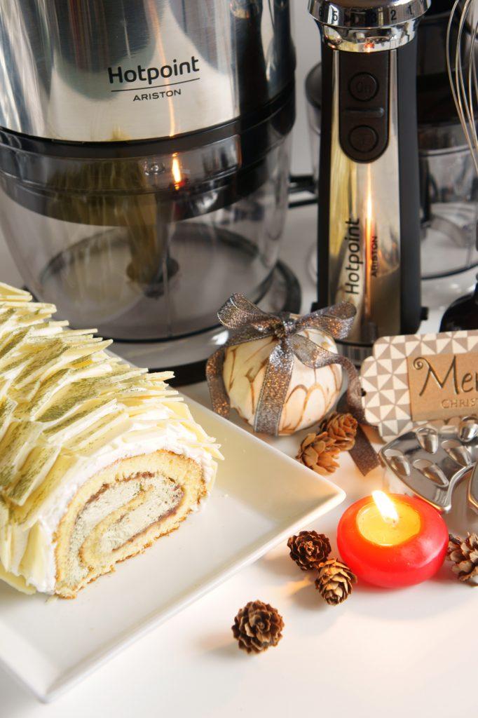 tronchetto di natale al tè matcha con scaglie di cioccolato bianco