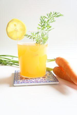 acqua aromatizzata alle carote e zenzero